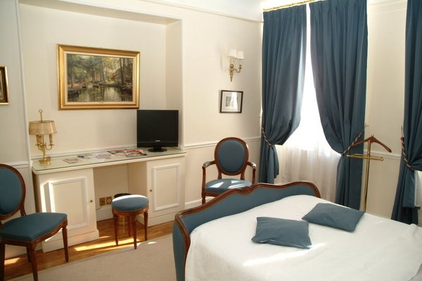 Hotel du Rond-Point des Champs Elysees - фото 4