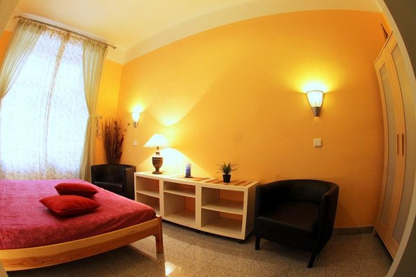 Large Apt 300 m to Old Town Square - фото 12