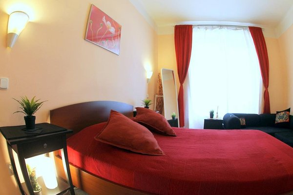 Large Apt 300 m to Old Town Square - фото 6