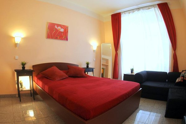 Large Apt 300 m to Old Town Square - фото 7