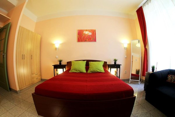 Large Apt 300 m to Old Town Square - фото 8