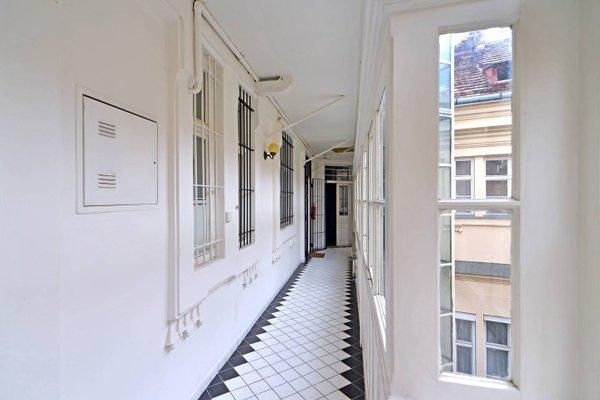 Historic Centre Apartments IV - фото 10