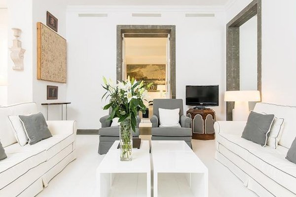 Valencia Luxury Palace Apartment - фото 27