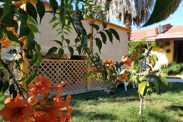 Окруженный садом отель типа «постель и завтрак» - фото 3