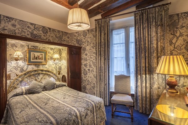 Hotel Saint Germain Des Pres - 3
