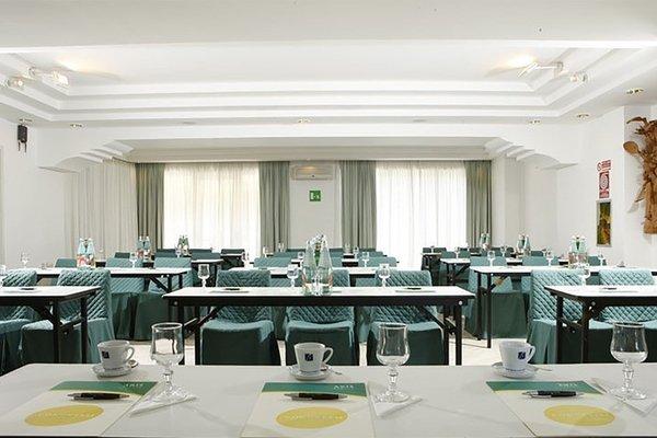 Aris Garden Hotel - фото 14