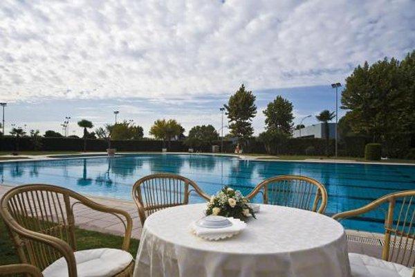Aris Garden Hotel - фото 21