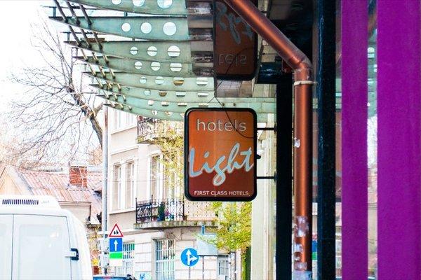 Light Hotel - фото 20