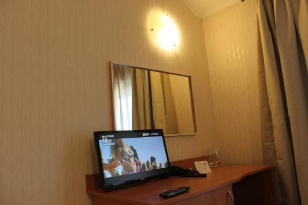 Light Hotel - фото 6