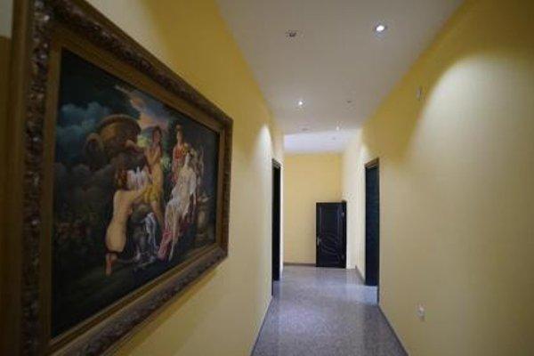 Four Seasons Hotel - 16