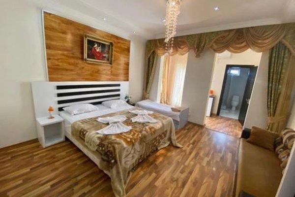 Four Seasons Hotel - 3