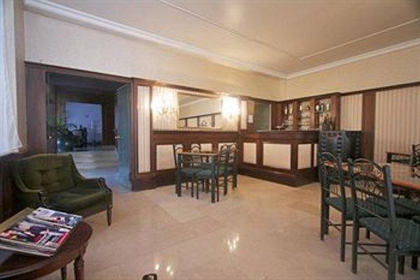 Hotel De Bourgogne - фото 8