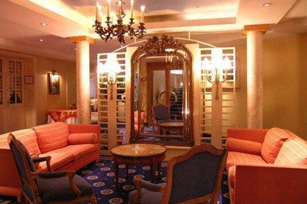 Hotel Maison Rouge - 17
