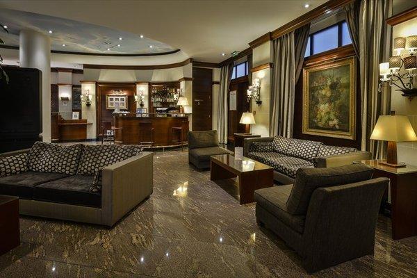 Hotel Maison Rouge - 8