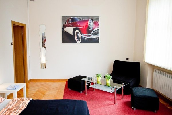 B Movie Guest Rooms - фото 7