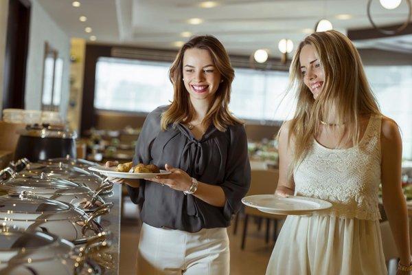 Ramada Jumeirah Hotel - 46