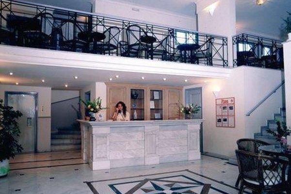 Samaina Port Hotel - 9