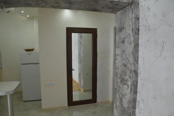 Irakli's Apartment with Sea view - фото 9
