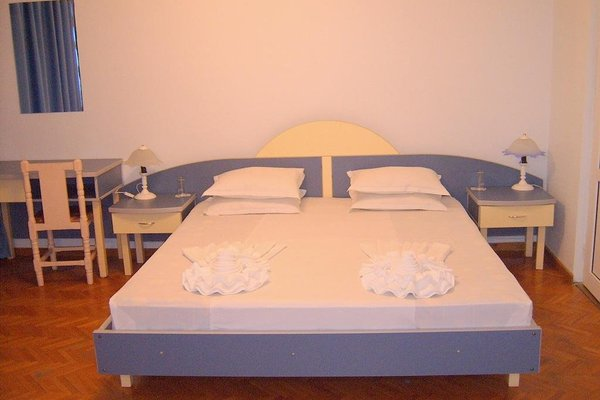 ADIS Holiday Inn Hotel - фото 6