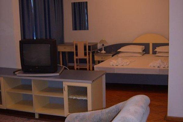 ADIS Holiday Inn Hotel - фото 4