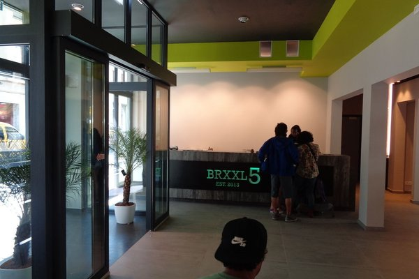 Brxxl 5 City Centre Hostel - фото 13