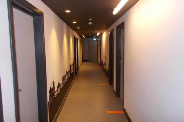 Brxxl 5 City Centre Hostel - фото 15