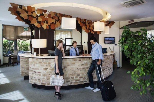 Executive Suite Hotel - фото 17