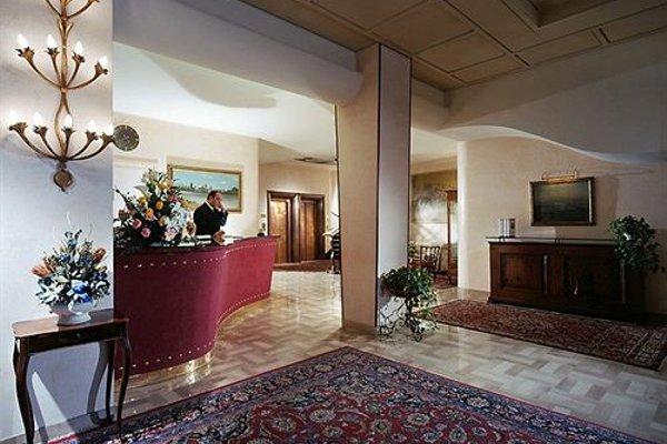 Astra Hotel - фото 16
