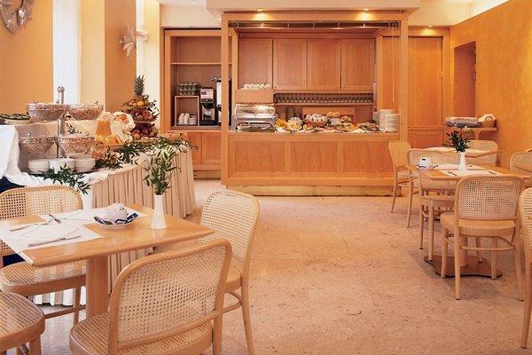 UNA Hotel Mediterraneo - фото 10