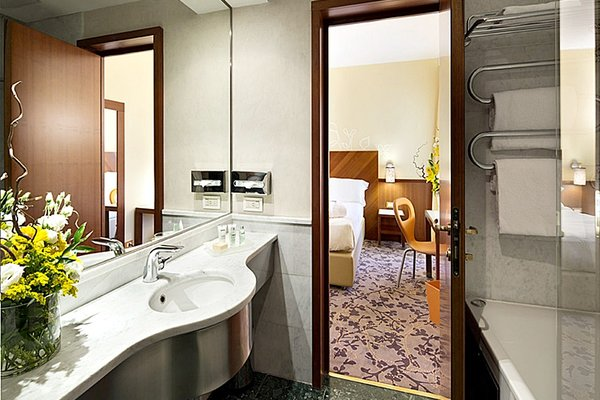 UNA Hotel Mediterraneo - фото 7