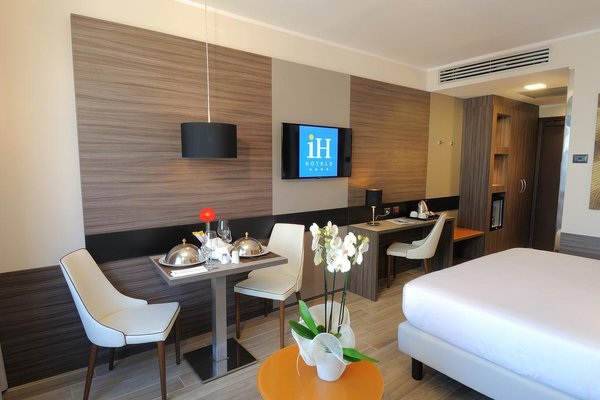 IH Hotels Milano Lorenteggio - фото 5