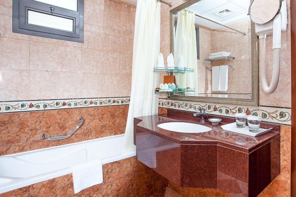 Flora Grand Hotel - фото 5