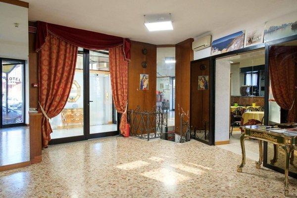 Vip Hotel - фото 13