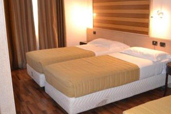 Tricolore Hotel - фото 4