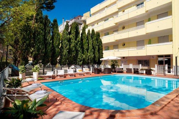 Astoria Suite Hotel - фото 50