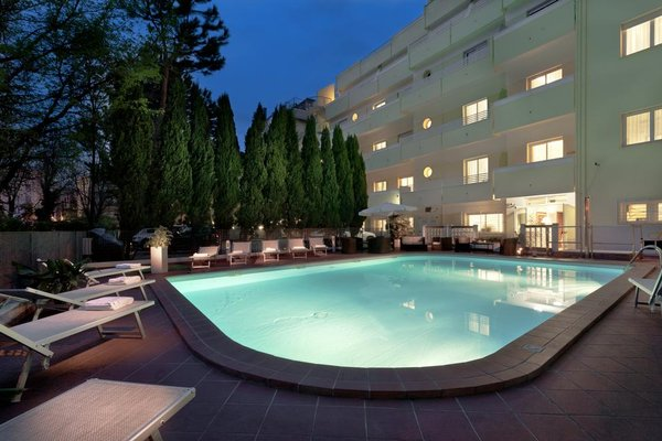 Astoria Suite Hotel - фото 21