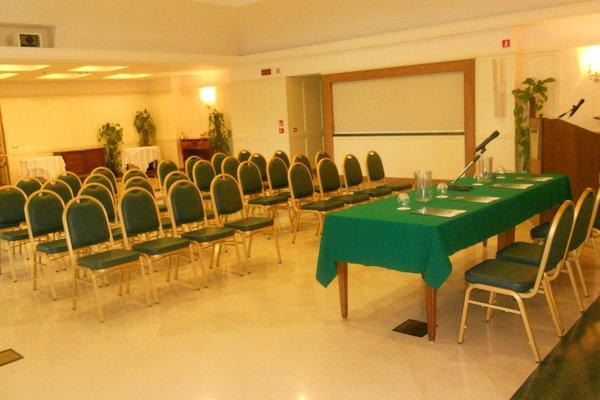 Ambassador Palace Hotel - фото 18
