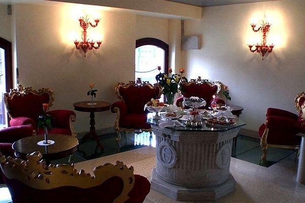 Pesaro Palace - фото 10