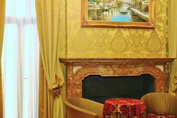 Pesaro Palace - фото 5