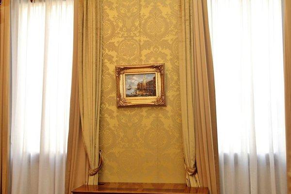Pesaro Palace - фото 8
