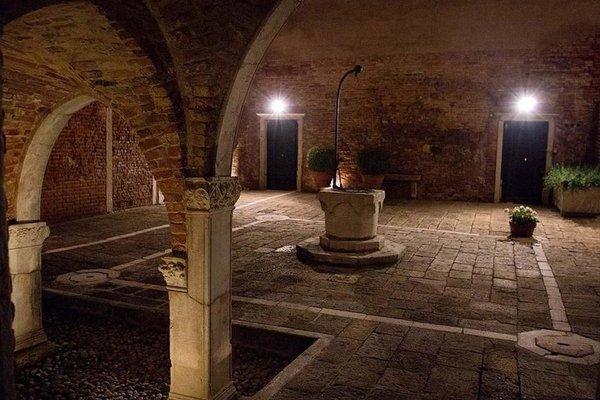 Palazzo Contarini Della Porta Di Ferro - photo 16
