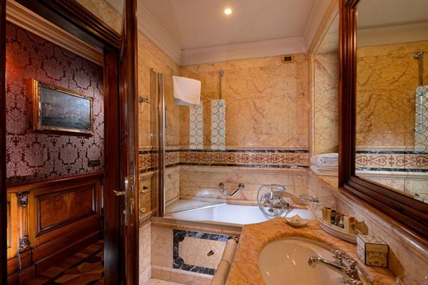 San Marco Luxury - Torre dell'Orologio Suites - фото 8