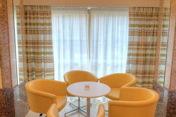 Alexandra Hotel - 8