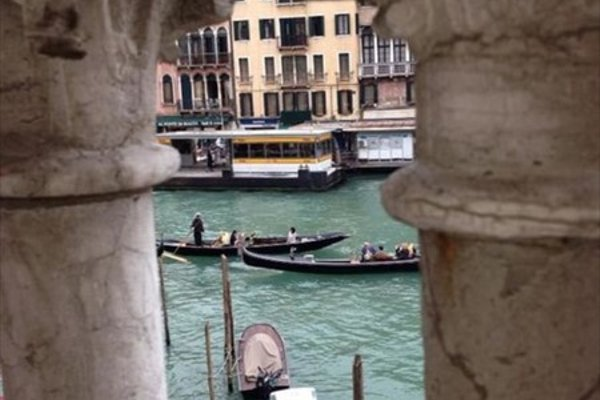 Venice Rialto Bridge View Apartments - фото 5