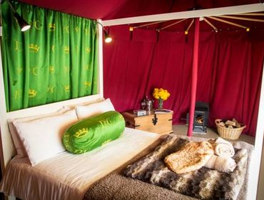 Гестхаус Knights Glamping at Leeds Castle