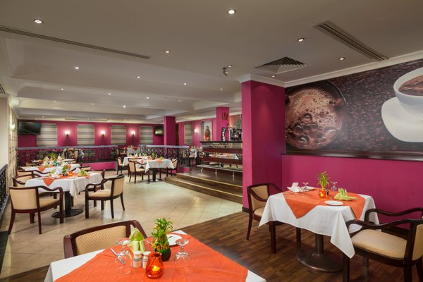 Al Falaj Hotel - фото 10