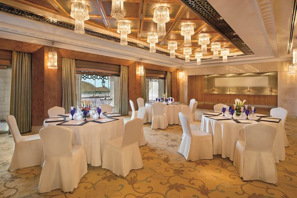 Al Bustan Palace, A Ritz-Carlton Hotel - фото 7