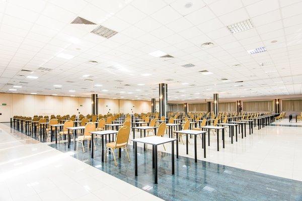Sangate Hotel Airport - фото 17