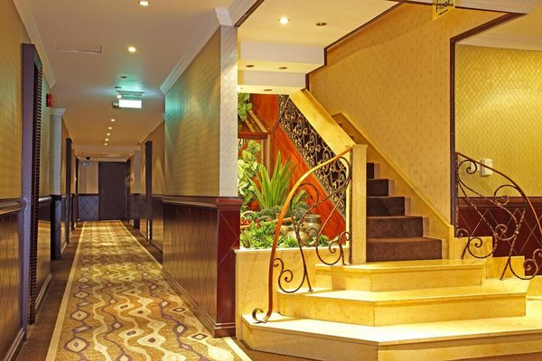 Carlton Tower Hotel - 12