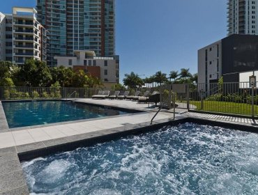 Апартаменты Meriton Serviced Apartments Aqua Street